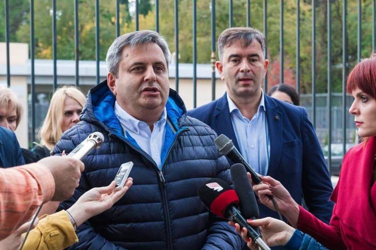 Радуновић: Срби навијали                                        за Трампа као за Ђоковића!