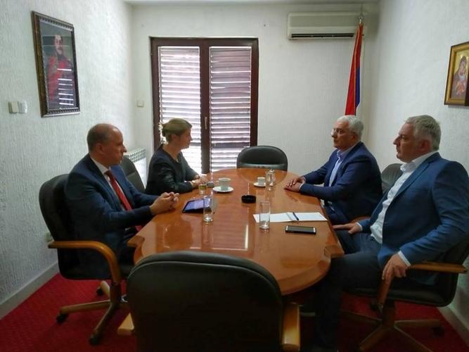 Лидер НСД и члан Предсједништва ДФ Андрија Мандић                                                разговарао са амбасадорком Уједињеног Краљевства                                                                                       Алисон Кемп