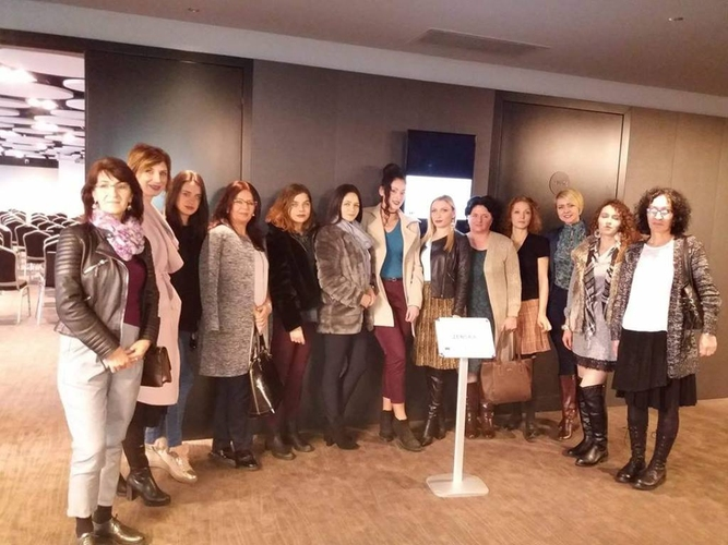 Форум жена НСД на конференцији                                                                         Женске политичке мреже