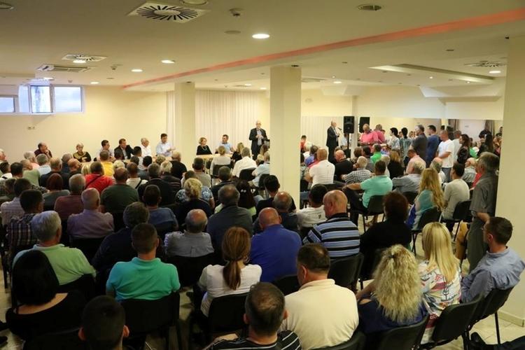 ДФ и СНП: Опозиција ће                                                                      од 27. маја водити Подгорицу