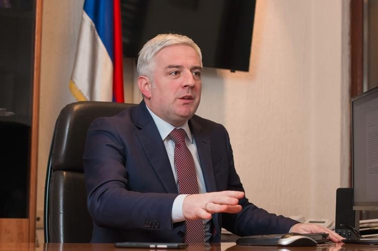 Вучуровић: Марковић се крије иза посланика