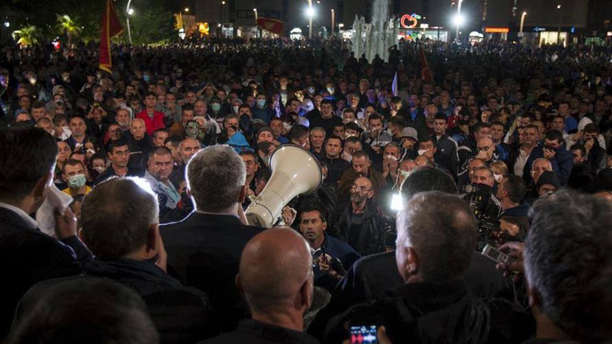 Мандић позива грађане испред суда и                                                     Скупштине: Нема правде кад мафија суди