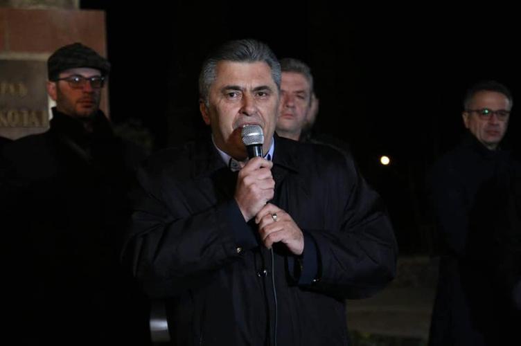 Милутин Ђукановић на протесту:                                                                                 Остајемо овдје док Медојевић и Кнежевић                                                                                                     не буду слободни