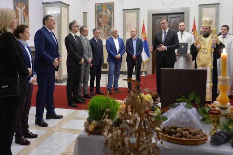 Мандић и Кнежевић за отворене                                                                   границе са Србијом и РС