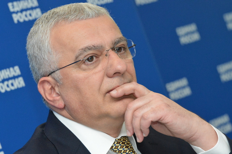 Андрија Мандић у интервјуу Борби:                                                                   Породица Ђукановић је водила главну ријеч                                                                                  у корупцији око Телекома!