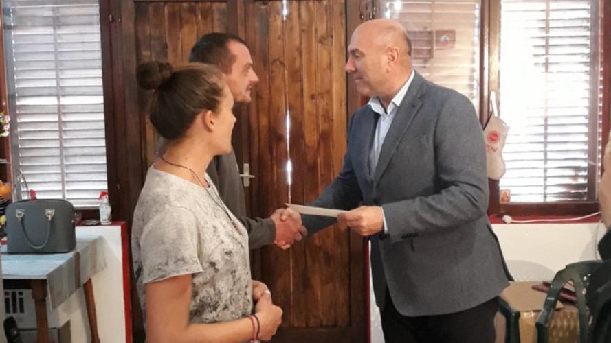 ОО Будва: Царевић трећу плату                                                                     донирао породици Вујачић из Будве